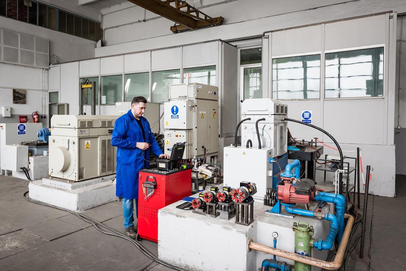 Frank-Dvorak-Motoren_Forschung-Entwicklung-02